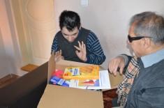 U poseti porodici Stević Strahinje – članU Udruženja građana EKSPRES, dečaku od 19 godina koji boluje od retke bolesti. Strahinji je uručen novogodiošnji paketić iz donacije nemačke ADRA-e.
