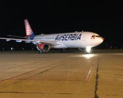 """Najveći transportni avion na svetu sleteo u Beograd: """"Ruslan"""" dopremio pomoć iz Kine i Rusije za borbu protiv korone"""